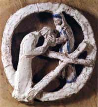 aus dem 1976 von Maria Elisabeth Stapp geschaffenen Gedenkstein am Eingang der Pfarrkirche
